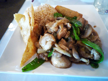 Chicken with snow peas and mushrooms